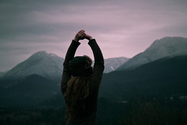Favim.com-girl-hat-mountains-tranquil-115488